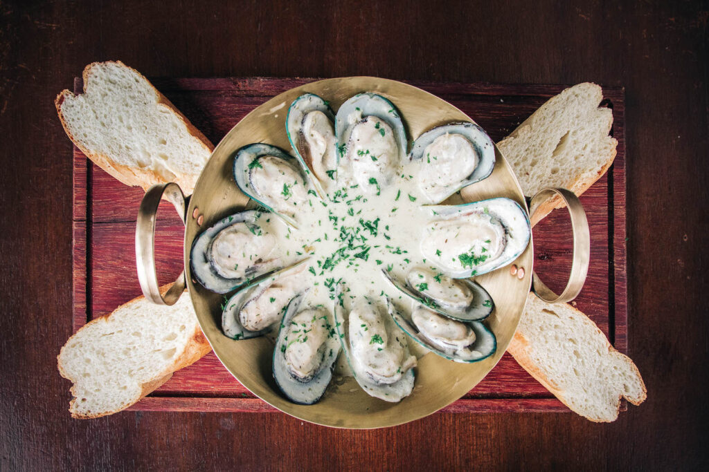 Imported Mussels, Creamy Garlic & White Wine Sauce, Fresh Baguette Slices